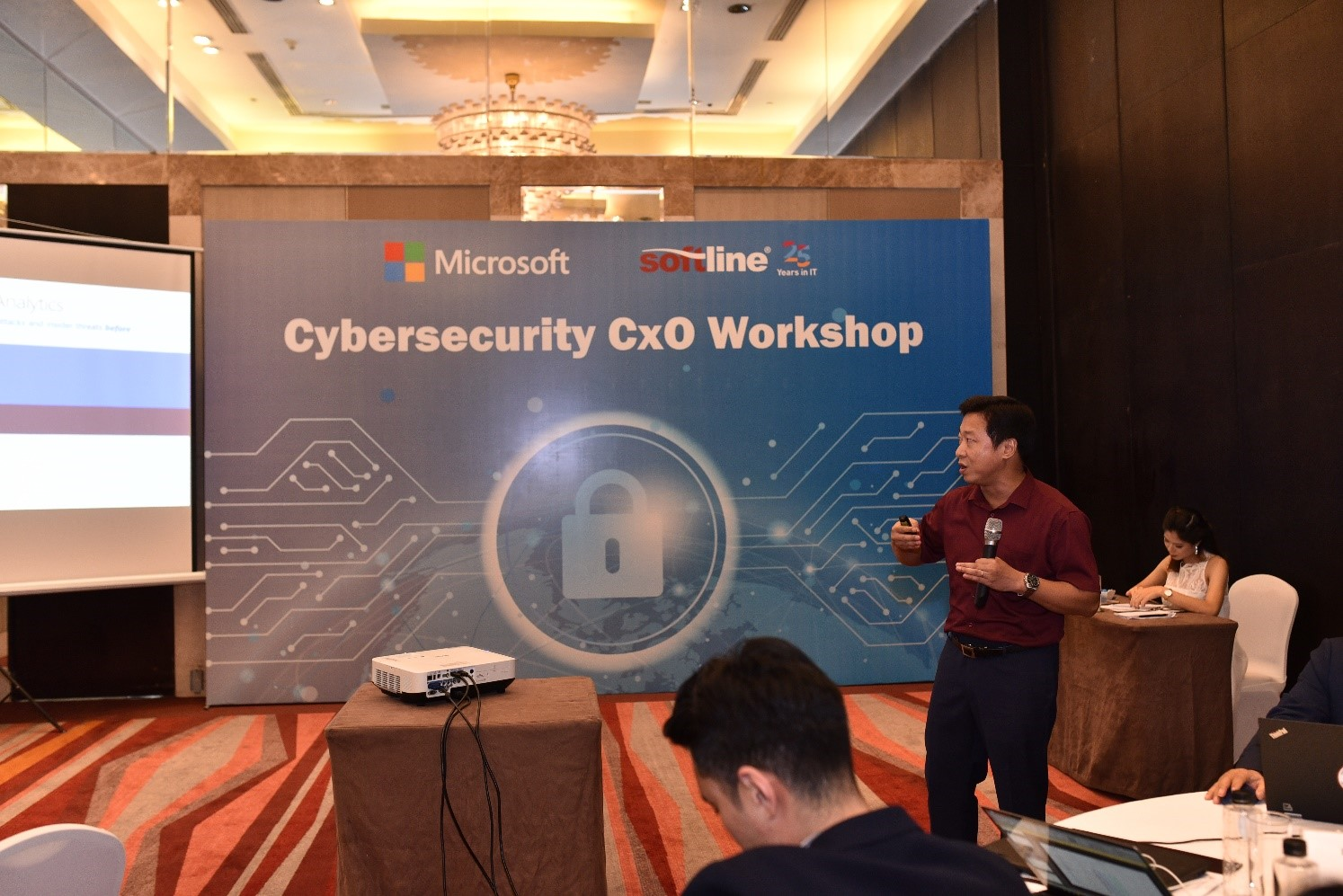Mr. Giang Nguyen- Cloud Specialist from Softline was presenting a new IT solution known as Modern Desktop